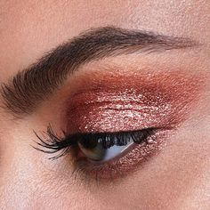 Scattered Light Glitter Eyeshadow in BLAZE. A fiery copper shade infused with weightless multidimensional pearls that reflect all surrounding light for the most intense glitter finish. #ScatteredLight #hgcrueltyfree #hourglasscosmetics #DiyEyeCream Red Eyeshadow Makeup, Gold Eye Makeup, Eye Makeup Brushes, Glitter Eyeshadow, Makeup For Brown Eyes, Eyeshadow Looks, Beauty Makeup, Sparkle Eye Makeup, Brown Eyeshadow