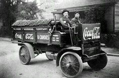 maryalmaelizabeth:    Coca Cola truck in Tennessee in 1909!