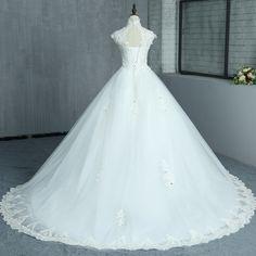 Rochie mireasa Isabelle -b Wedding Dresses, Floral, Design, Fashion, Tulle, Moda, Bridal Dresses, Alon Livne Wedding Dresses, Fashion Styles