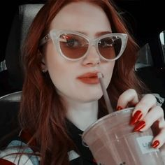 Cheryl Blossom Riverdale, Riverdale Cheryl, Riverdale Archie, Riverdale Cast, Madelaine Petsch, Red Aesthetic, Aesthetic Pictures, Five Jeans, Handsome Kids