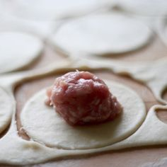 przepis na pielmieni Calzone, Appetisers, Dumplings, Appetizer Recipes, Catering, Grilling, Food And Drink, Cheese, Eat