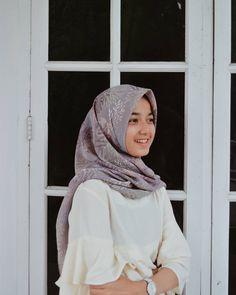 Casual Hijab Outfit, Hijab Chic, Beautiful Hijab, Stylish Girl, Cute Wallpapers, Justin Bieber, Muslim, Ootd, Portrait