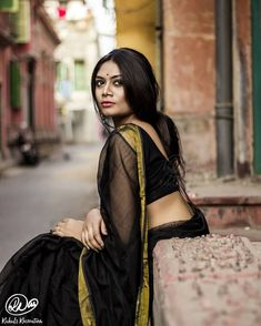 Exclusive stunning photos of beautiful Indian models and actresses in saree. Indian Photoshoot, Saree Photoshoot, Blouse Designs Silk, Bridal Blouse Designs, Beautiful Girl Indian, Beautiful Saree, Saree Look, Indian Beauty Saree, India Beauty