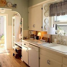 Working On Your Old House Kitchen Remodel: What You Must Understand - Budget Home Improvement Ideas Refacing Kitchen Cabinets, Kitchen Cabinet Design, Kitchen Benchtops, White Cabinets, Black Kitchens, Home Kitchens, Country Kitchens, Gray And White Kitchen, Ivory Kitchen