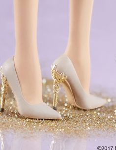 When you find Barbie shoes better than yours Barbie Shoes, Doll Clothes Barbie, Doll Shoes, Barbie Dress, Barbie Doll House, Barbie Life, Barbie Style, Fashion Dolls, Fashion Shoes