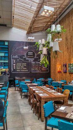 Fui em busca de sabores peruanos no La Mar Cebicheria no Itaim Bibi em São Paulo. Eu o escolhi como primeira experiência por ser assinado pelo chef e empresário peruano Gastón Acurio.
