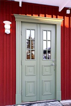 Exterior Doors, Interior And Exterior, Dublin House, Swedish Cottage, Sweden House, Small Cottage Homes, Scandinavian Style Home, Entrance Doors, House Painting