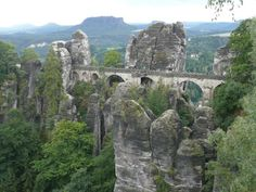 sud-ouest de Dresden, dénommée la « Suisse saxonne » ses parois et gorges de la vallée de l'Elbe