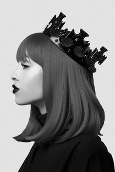 future fashion, hair colors, crowns, red hair, queens, queen of hearts, hairstyl, redhair, black