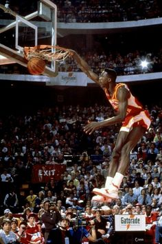 Dominique Wilkins one of the greatest dunkers. #nbalegends #hawks