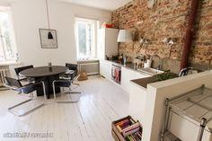 Rough brick wall is a good contrast to the other smooth b&w surfaces. Nice wall lighting choise! / Rouhea tiiliseinä tekee kivaa kontrastia muihin mustavalkoisiin pintoihin. Keittiön seinävalaisimet ovat  erittäin kiva lisä sisustukseen!