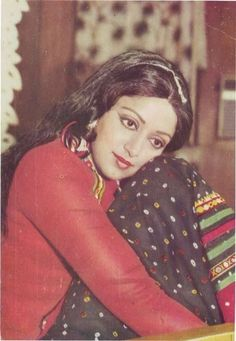 Hema Malini, Vintage Bollywood, Bollywood Actors, Mona Lisa, Cinema, Actresses, Disney Princess, Retro, Classic