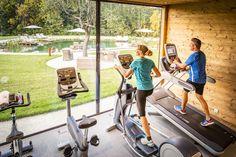 Fitness Kubus in der Golden Hill Parkanlage Spa, Fitness, Stepper, Crossover, Spinning, Country, Chalets, Treadmill, Natural Garden