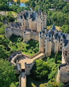 Chateau Medieval, Medieval Castle, Beautiful Castles, Beautiful Buildings, Casa Steampunk, Templer, Castle Ruins, Fantasy Places, Beautiful Architecture