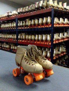 Remember renting rollerskates at the roller rink. Roller Rink, Roller Skating, Roller Derby, Skating Rink, Skating Party, Figure Skating, Retro Vintage, Vintage Toys, Vintage Stuff