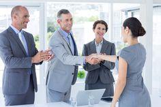 Richtig bewerben durch Aufmerksamkeit: Bedarfsermittlung vor Ort - das Interview! Verkaufen sie sich selbst! Finden sie heraus, was das Unternehmen von der ausgeschriebenen Position erwartet! Fragen sie kreativ nach und geben sie die Antworten des Gesprächspartners wieder! Bleiben sie ruhig bei der Gehaltsfrage. Seien sie sich ihres Wertes bewusst!