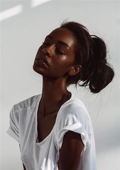 mxdvs: Photography by Moisnomois WHITE TEE// MESSY BUN --USING THIN HEADBAND