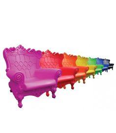 Graziano Moro et Renato Pigatti ont dessiné le fauteuil aux allures de trône Queen of Love pour la marque italienne Slide Design, synonyme de meubles professionnels de qualité. #arcenciel #couleurs #fauteuil #mobilier #slidedesign #barazzi www.barazzi.fr