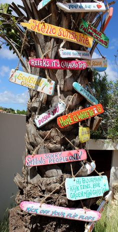 driftwood signs by mirjam griffioen Pool Signs, Beach Signs, Ibiza, Driftwood Signs, Valentines Day For Him, Garden Signs, Beach Bars, Cozy Cottage, Diy Crafts