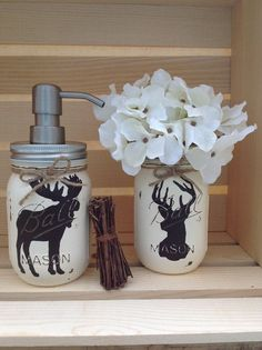 Hand Painted Mason Jar Bath Set, Rustic Animals, Woodland Animals, Moose Decor… - New Design Mason Jar Seifenspender, Painted Mason Jars, Mason Jar Bathroom, Bathroom Mirrors, Bathroom Faucets, Bathroom Storage, Mason Jar Projects, Mason Jar Crafts, Diy Projects