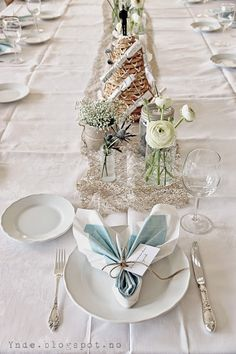 ynde: bordkort Elegant Table Settings, Christmas Table Settings, Table Set Up, Wedding Wishes, Holidays And Events, Craft Gifts, Christening, Diy And Crafts, Wedding Cakes