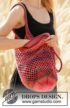 Crocheted bag in DROPS Big Delight. The piece is worked bottom up with star pattern on the bottom. Free Crochet Bag, Crochet Market Bag, Crochet Gratis, Crochet Diy, Crochet Geek, Hand Crochet, Diy Crochet Patterns, Crochet Diagram, Crochet Handbags