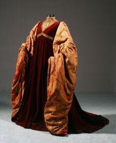 Capulet gown