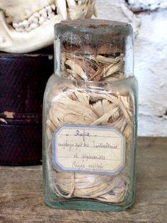 Francés antiguo del soplado de la botella de cristal de la pieza w / etiqueta manuscrita a través OscarNaylor en Etsy