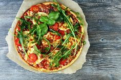 These pizzas are so quick and easy to make – you can assemble them in no time at all by using tortilla wraps for the bases. These pizzas are so quick and easy to make – you can assemble them in no time at all by using tortilla wraps for the bases. Healthy Chicken Recipes, Pizza Recipes, Gourmet Recipes, Diet Recipes, Healthy Foods, Flatbread Recipes, Healthy Pizza, Healthy Eating, Pizza Wraps