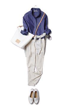 旬のタックパンツはニュアンスカラーで、ONもOFFもゆるっと着こなす。 ― B
