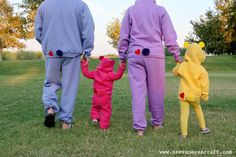 Halloween: No-Sew Care Bear Costumes - See Vanessa Craft Care Bears Halloween Costume, Care Bear Costumes, Bear Halloween, Toddler Halloween Costumes, Family Costumes, Baby Halloween Costumes, Christmas Costumes, Diy Costumes, Costume Ideas