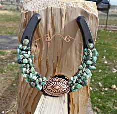 Gorgeous Green Spot, Chrysocolla, and Turquoise embrace this beautiful ovel Copper Concho! Copper Wire with copper Glass Beads. Cowboy Crafts, Western Crafts, Horse Crafts, Western Decor, Western Style, Horseshoe Projects, Horseshoe Crafts, Horseshoe Art, Horseshoe Ideas