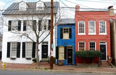 The Spite House in Old Town Alexandria has been entertaining passers-by with its legendary construction for nearly 200 years. Architectural Digest, Spite House, Building A Small House, Old Town Alexandria, Alexandria Virginia, Narrow House, Interior Exterior, Little Houses, Tiny House