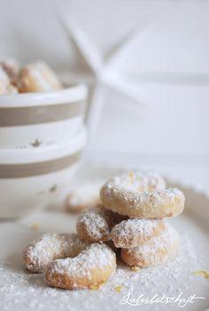 delicate vanilla crescents