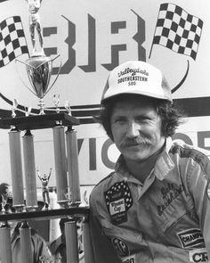 March 1980 - Bristol International Speedway: Valleydale Southeastern 500 - Dale Earnhardt in Victory Lane after his second straight win in the Valleydale Southeastern 500 NASCAR Cup race at Bristol International Speedway. Nascar Sprint Cup, Nascar Racing, Auto Racing, Nascar Winner, Richmond International, Talladega Superspeedway, Monster Energy Nascar, Rusty Wallace, The Intimidator