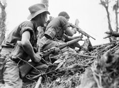 11 May 1945 - War in New Guinea continues, with Australians attacking Wewak - A Bren gun team of Australian Infantry Battalion support an attack on Mount Shiburangu, near Wewak in Papua New Guinea. Art Of Manliness, Ww2 Photos, Anzac Day, Lest We Forget, Vietnam War, Military History, Military Art, Papua New Guinea, World War Two