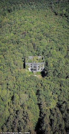Post with 1971 votes and 90127 views. Shared by Moore Hall County Mayo Ireland Old Abandoned Houses, Abandoned Mansions, Abandoned Buildings, Abandoned Places, Old Houses, Abandoned Ships, Abandoned Castles, Photo Post Mortem, County Mayo Ireland