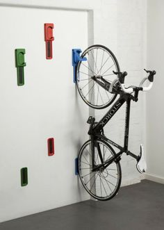17 Amazing Bike Storage Ideas You Just Have To See Amazing space-saving bike helmet storage ideas for small room and apartments. These indoor bike storage solutions are for pedal pushers who can't part with their bike. Bike Storage Uk, Vertical Bike Storage, Indoor Bike Storage, Diy Storage, Storage Ideas, Bike Storage Small Space, Bike Storage Apartment, Outside Bike Storage, Wall Mounted Bike Storage