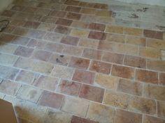 Terrakottafliesen mit Kalkmörtel verlegen