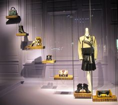 "Saks Fifth avenue New York,""visual communication on different levels"", pinned by Ton van der Veer"