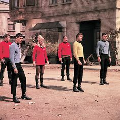 StarTrek: we know which 2 of these guys aren't returning to the ship