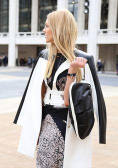 Ser invitada a un desfile de modas es una de las oportunidades más exquisitas que puedes tener en tu vida. Conoce cómo debes vestirte para este evento y no te excedas en tu look. Recuerda que menos siempre es más. Déjate asesorar de una experta de moda. http://www.liniofashion.com.co?utm_source=pinterest&utm_medium=socialmedia&utm_campaign=COL_pinterest___fashion_liniof_20130927_16&wt_sm=co.socialmedia.pinterest.COL_timeline_____fashion_20130626liniof16.-.fashion