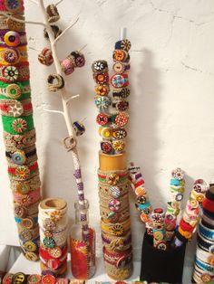 Pulseras y anillos de crochet, con botones pintados a mano http://calpearts.blogspot.com.es/p/botones.html