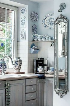 25 Small Kitchen Decor Ideas On a Budget to Maximize Existing the Space, 25 Small Kitchen Decor Ideas On a Budget to Maximize Existing the Space ♡ kitchen Wonderful French Country Living Room Decor Ideas Country Kitchen Designs, French Country Kitchens, French Country Living Room, French Country Decorating, Country French, French Blue, Small French Country Kitchen, Deco Design, Design Design