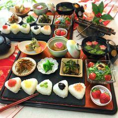 ちはな【Ohana kitchen】 ( @chihana.12 ) Japanese Dinner, Japanese Food, Paleo Recipes, Asian Recipes, Dinner Sets, Food Packaging, Korean Food, Food Presentation, Food Design