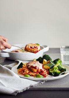 Tofu au parmesan - Trois fois par jour Healthy Eating Tips, Healthy Nutrition, Clean Eating, Vegetarian Lifestyle, Vegetarian Recipes, Healthy Recipes, Drink Recipes, Vegan Menu, Parmesan