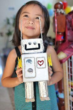Robot Craft… So doing this with my preschool class! 🙂 Robot Craft … Also mach das mit meiner Vorschulklasse! Projects For Kids, Diy For Kids, Cool Kids, Crafts For Kids, Homemade Robot, Recycled Robot, Recycled Art, Recycled Materials, Robot Theme