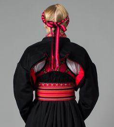 Bunad from Telemark 1940s Fashion, Ethnic Fashion, Folk Costume, Costumes, Norwegian Clothing, Ethnic Dress, Russian Fashion, World Cultures, Historical Clothing