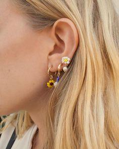 Flower Stud Earrings - floral earrings/ cluster earrings/ sparkly studs/ romantic earrings/ bridal jewelry/ gifts for her/ flower girl gift - Fine Jewelry Ideas Bridal Earrings, Bridal Jewelry, Beaded Jewelry, Stud Earrings, Jewellery, Cute Jewelry, Jewelry Gifts, Jewelry Accessories, Handmade Jewelry