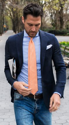 When the situation calls for a classy yet knockout outfit, consider pairing a navy linen blazer with blue jeans. Light Blue Dress Shirt, Light Blue Dresses, Mens Fashion Blog, Suit Fashion, Fashion Guide, Fashion Trends, Jean Shirt Dress, Jeans Azul, Blue Jeans